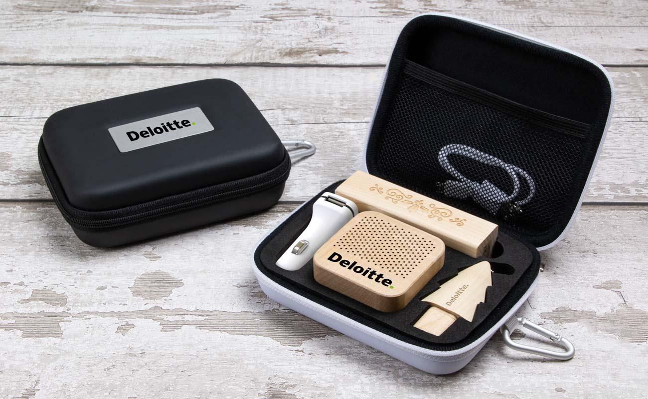 Noel L - USB Minne Med Tryck, Custom Portable Charger, Custom Car Charger och Högtalare Med Tryck