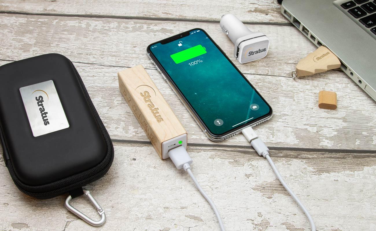 Noel M - USB Minne Med Tryck, Custom Portable Charger och Custom Car Charger